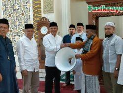 Asep Sopari Serahkan Bantuan untuk Masjid Baiturrahman